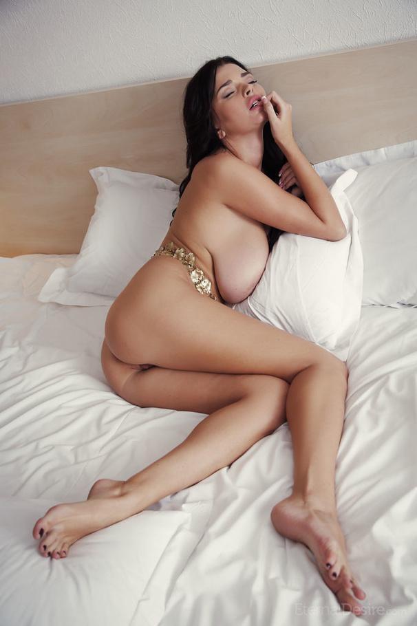 Sexy model ki nude photos