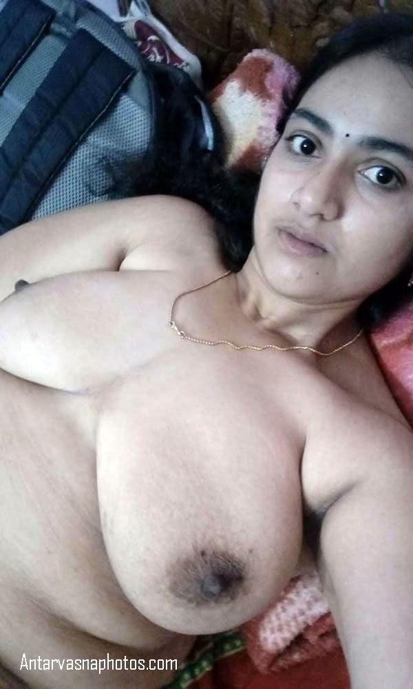 bed me leti aunty ke big boobs