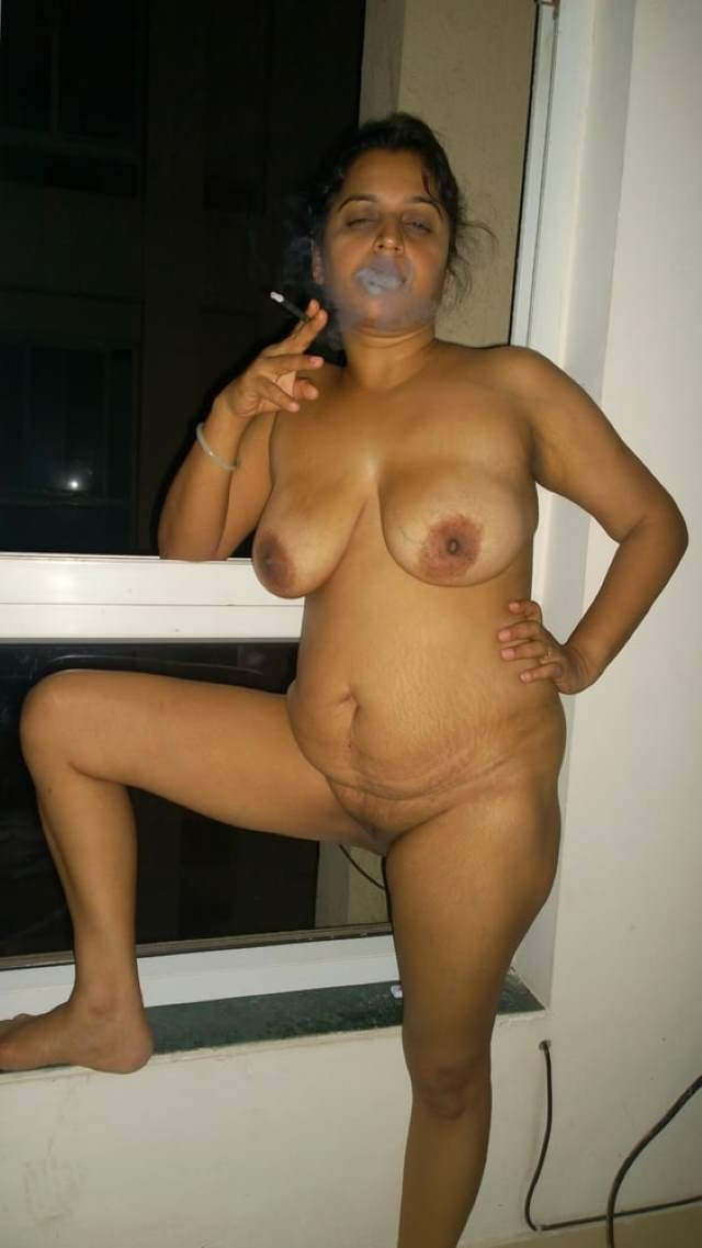 nude aunty ki blowjob masti ke baad smoking