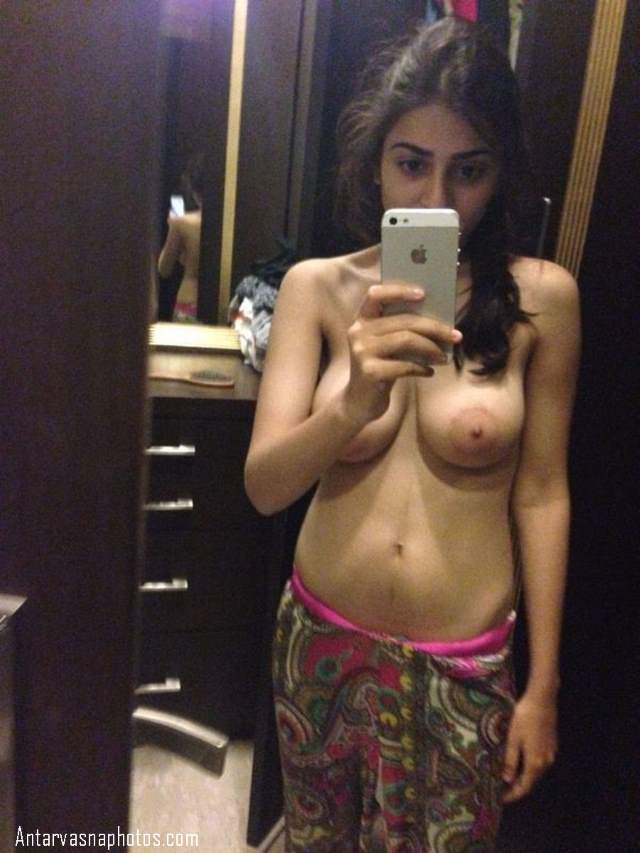 hot boobs selfie