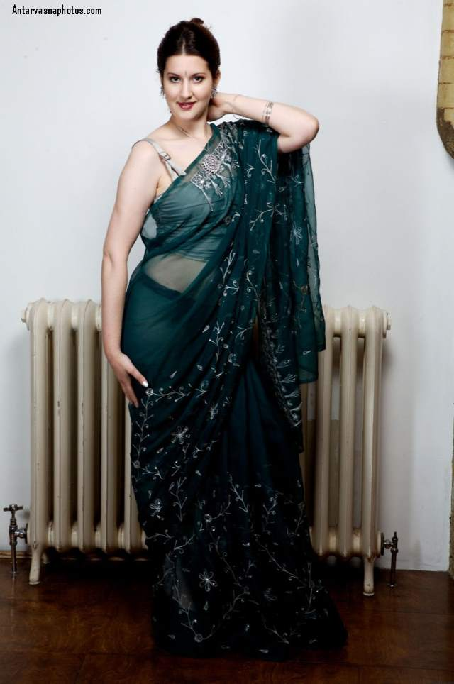 sexy pose me bhabhi