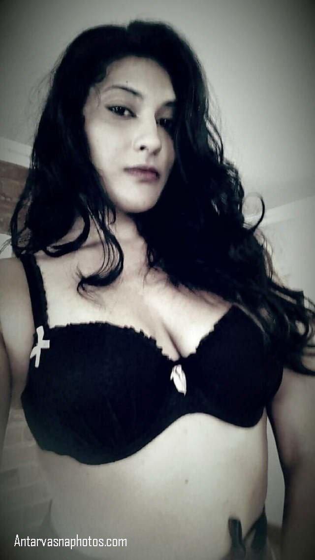 kali bra me selfie
