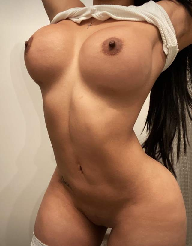 big boobs wali girl ki selfie photo