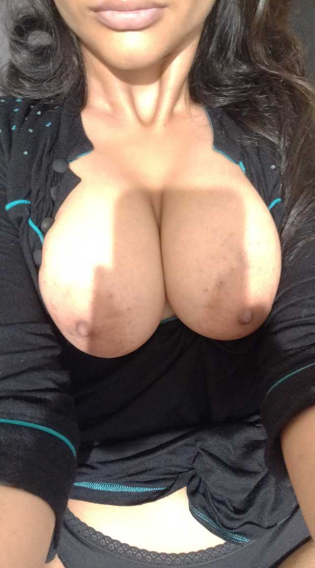 big boobs ki photo se lover sang masti