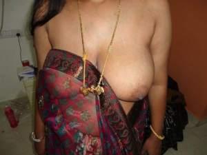 big boobs babhi blouse saree removing