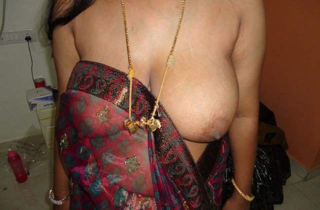 big boobs babhi blouse saree removing
