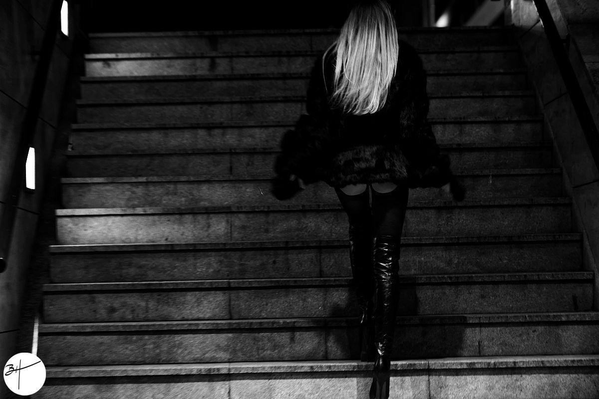 Francesca Felucci Overknees Night Featured
