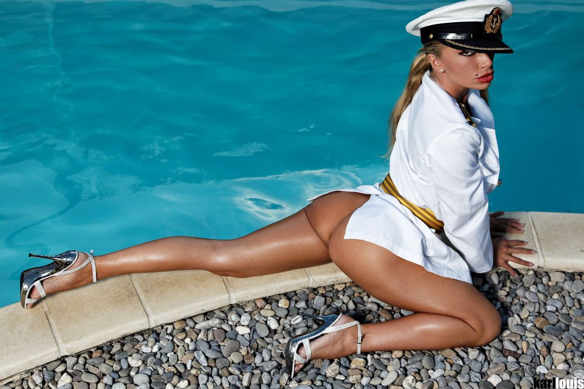 Francesca Felucci - Pool Navy