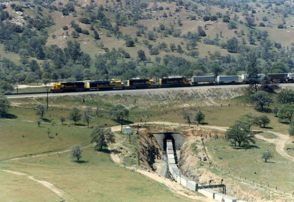 There's already a rail line through the Tehachapis--it was built in 1876. But HSR opponents think it can't be done again with modern technology. Photo: Wikimedia Commons