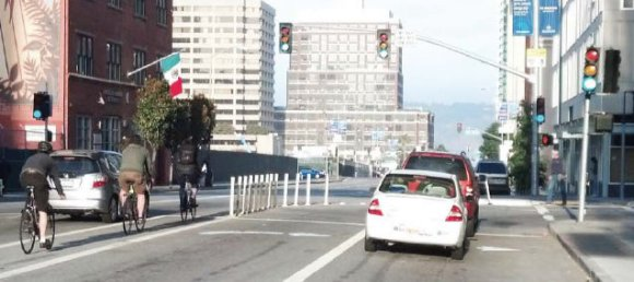 Prior to the change cyclists who wanted to go straight had to marge across two turning pockets. Source : SFMTA