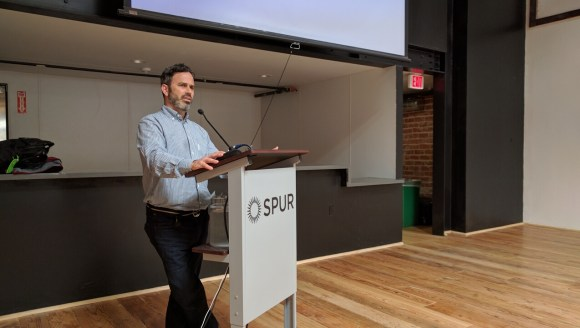 Transportation guru Gabe Klein presents to an audience at SPUR in Oakland. Photo: Streetsblog.