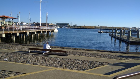From the shortline of Jack London Square, west Alameda is tantalizingly close, but getting there by bike or foot is an ordeal. Photo: Streetsblog.