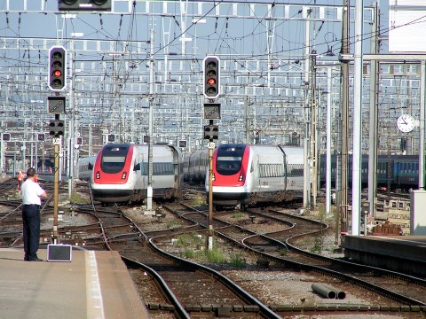 Swiss trains, seen here entering Zurich station, come in pulses--almost like at an airport hub--so passengers can all make their transfers in a few minutes. Photo: Wikimedia Commons