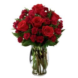 Last minute gift delivery of valentines roses inside a clear glass vase