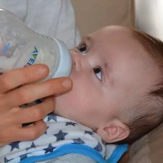 Cum aleg biberonul perfect pentru bebelusul meu