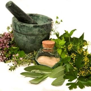 Lista plantelor medicinale care iti sar in ajutor la menopauza