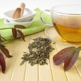 Ceai de nuc cu miere. Leacul excelent contra transpiratiilor abundente