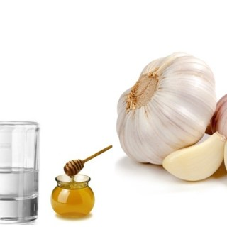 Picaturi de usturoi cu votca si miere. Cum prepari cel mai bun tonic pentru sistemului nervos si vascular