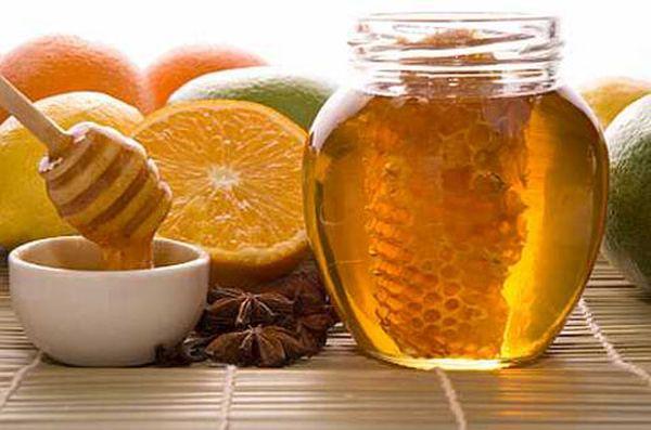 fresh honey with honeycomb, lemons, oranges, cinnamon, vanilla, anise star
