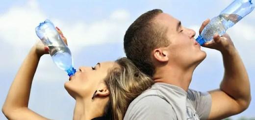 De ce e bine să bei apă pe stomacul gol