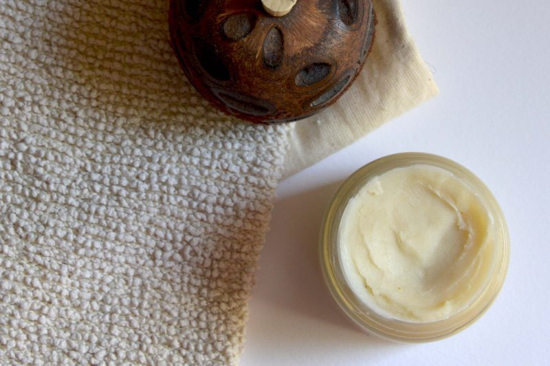 Deodorant crema natural. 3 retete care elimina bacteriile ce cauzeaza mirosul neplacut al transpiratiei