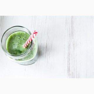 Sucul de telina, remediul verde cu efecte terapeutice foarte puternice
