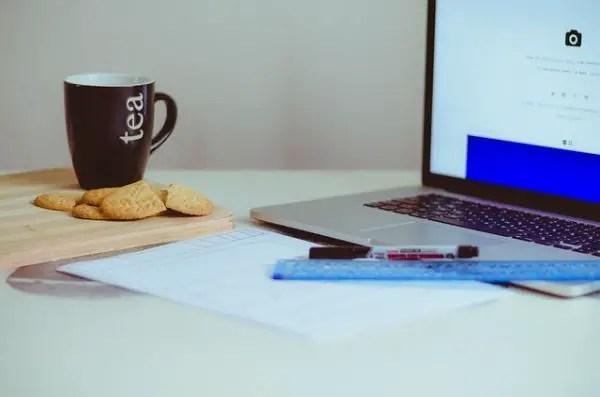 Ceaiuri pentru eficienta la birou. Plante care te ajuta la greu