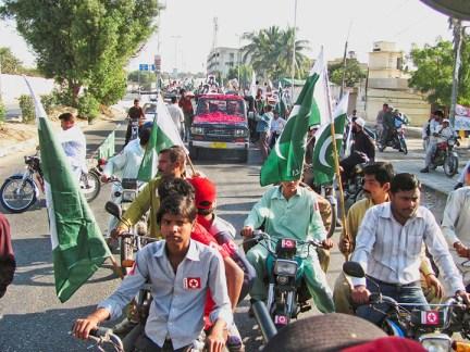 Caravan of Dignity carries Cynthia McKinney, Sara Flounders, Fowzia Siddiqui to rally Karachi, Pakistan by Altaf Shakoor