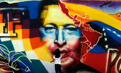 Hugo Chavez mural Caracas w child 032813 by Juan Barreto, AFP