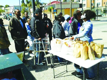Community Feed at KennyGÇÖs Korner- most witnessed Kenneth HardingGÇÖs murder, Denika says 031713