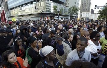 Oscar Grant Mehserle verdict 14th & B'way speakout crowd 070810 by Andra Chu, Oak Trib