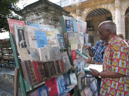Richmond Regla Cuba Tour Willie Thompson bookstand Plaza de Armas, Habana 1213 courtesy Tarnel Abbott, web