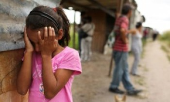 "A little girl cries as her neighborhood, an ""illegal"" shanty town, is destroyed. Children and families are fleeing violence in Central America fueled by U.S. policies. – Photo: Spencer Platt"