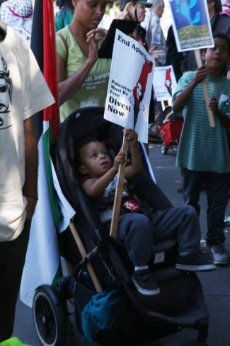 "Families with little children learning to fight for justice joined the march to ""block the boat"" at the Port of Oakland. – Photo: Malaika Kambon"