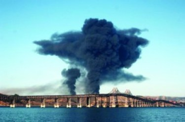 When the Chevron refinery fire exploded Aug. 6, 2012, the toxic mushroom cloud that sent 15,000 Richmond residents to the hospital was spread by the wind throughout the Bay Area. – Photo: Harrison Chastang