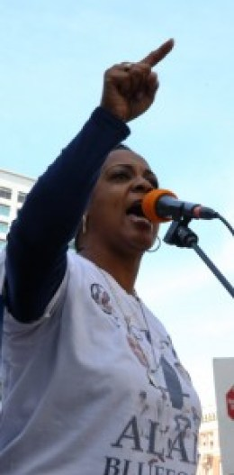 Fiery speaker Jeralynn Blueford, mother of Alan Blueford, like Ferguson's Mike Brown murdered by police at the age on only 18, lit up the crowd at a rally in Oscar Grant Plaza. Protesters marched to the Federal Building and then to the Oakland police headquarters at Seventh and Broadway, where they were blocked by police. – Photo: Malaika Kambon