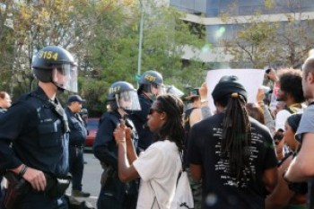 When marchers approached Oakland police headquarters at Seventh and Broadway, police held them at bay for over an hour, refusing to honor their march permit – or the First Amendment. – Photo: Malaika Kambon