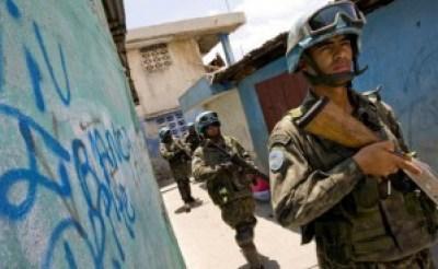 Brazilian U.N. troops search a Haitian neighborhood. – Photo: United Nations Photo