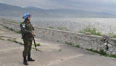 U.N. soldier keeps watch in Haiti – for what? Not for cholera, which was brought to Haiti by U.N. troops. – Photo: Blog do Planalto