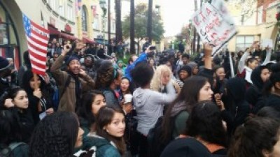 The Dec. 15 rally at the Fruitvale BART Station and subsequent march to Lake Merritt was organized and led by high school students. – Photo: Poor News Network