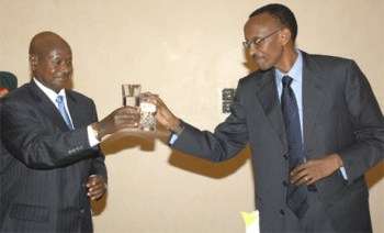 Rwandan President Paul Kagame toasts Ugandan President Yoweri Museveni.