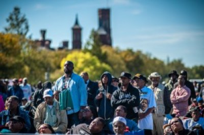 Like 20 years ago, Black men predominated in the huge crowd, but the proportion of young people was much higher, and many women responded to the invitation to join the men. – Photo: Urban News Service