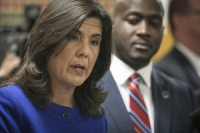 Cook County State's Attorney Anita Alvarez describes on Nov. 24 the dashcam video showing it took only 30 seconds from Officer Jason Van Dyke's arrival on the scene to murder Laquan McDonald, shooting him 16 times in 14-15 seconds on Oct. 20, 2014. – Photo: Chicago Sun-Times
