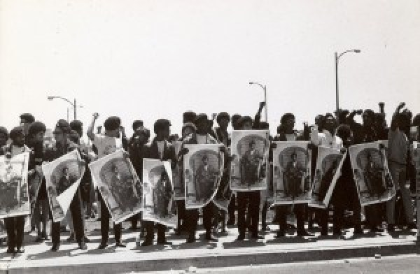 This Free Huey rally in September 1968 was one of many staged outside the Alameda County Courthouse. The Black Panther Party was growing fast. – Photo: Stephen Shames