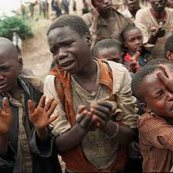 Rwandan refugee children plead for permission to cross the bridge to Congo, then Zaire, during the 1994 Rwandan massacres. – Photo: AP