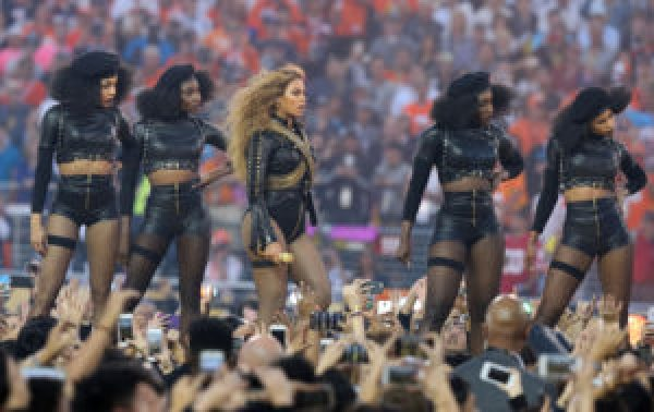 Beyoncé and her dancers salute the Black Panthers, formed 50 years ago less than 50 miles from the stadium, on Feb. 7 during Super Bowl 50 halftime in Santa Clara, Calif. – Photo: Matthew Emmons, USA Today