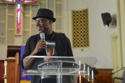 Uncle Bobby, Cephus Johnson, uncle of Oscar Grant, who organized the gathering with his wife, Beatrice X, speaks. – Photo: Love Not Blood Campaign