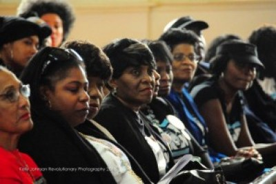 In a packed First AME Church in Oakland, the mothers of police victims sat together listening as each of them spoke. – Photo: Kelly Johnson Revolutionary Photography