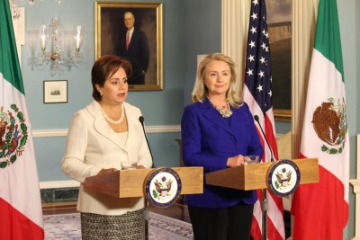 In September 2012, Secretary of State Hillary Clinton and Mexican Foreign Secretary Patricia Espinosa review U.S.-Mexico partnership and progress with the 2008 Mérida Initiative. – Photo: Kristopher Rivera, SHFWire