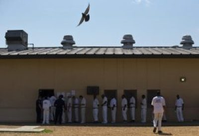Prisoners wait in the lunch line at the overcrowded Elmore Prison in Alabama. – Photo: Brynn Anderson, AP